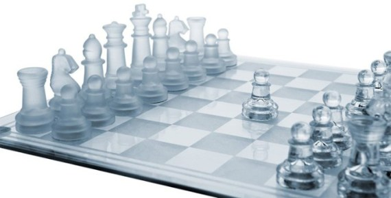 SRENTA 10 Fine Glass Chess Game Set, Solid Glass Chess Pieces with Padded Bottom