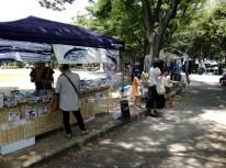 お隣は焼津の魚屋さん、カツオの煮付けとハラミの燻製を購入、美味しかった。