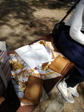 お隣では自作の詩集「Sleeping Yuri」を販売してました