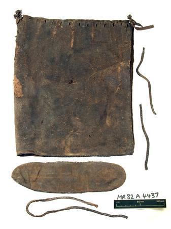 A Tudor manbag
