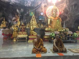 Krabi, Tiger Temple - Prayer