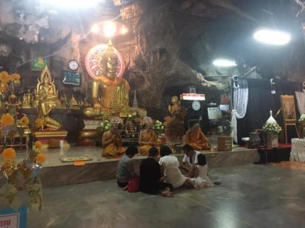 Krabi, Tiger Temple - Family blessing