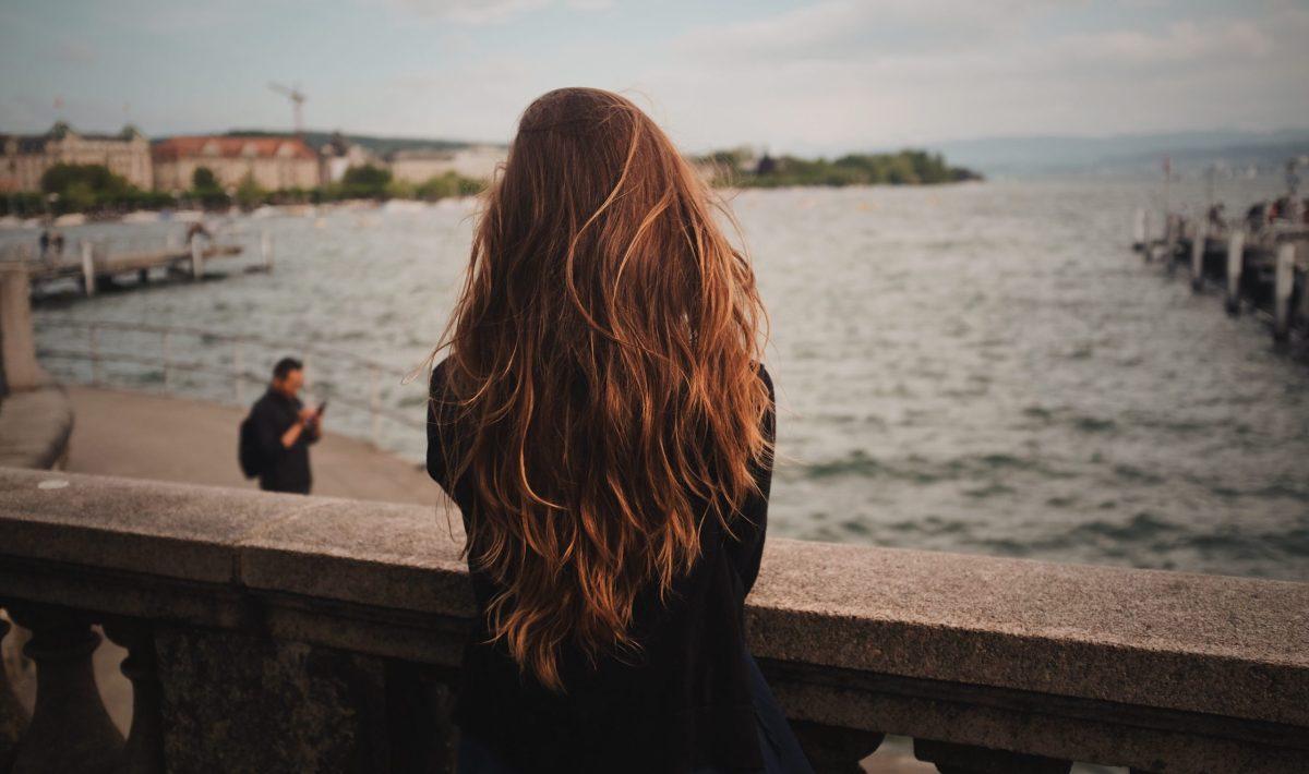Comment couper ses cheveux longs toute seule
