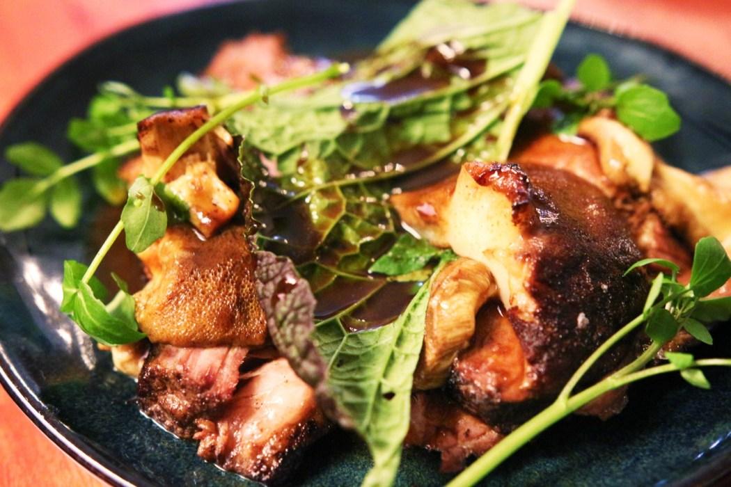 Beef brisket with pine mushrooms