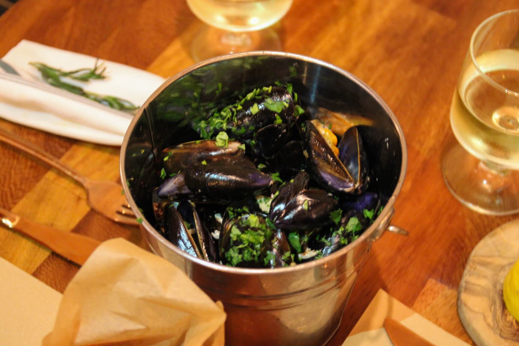 Mussels in a White Wine, Garlic, Parsley and Cream Sauce