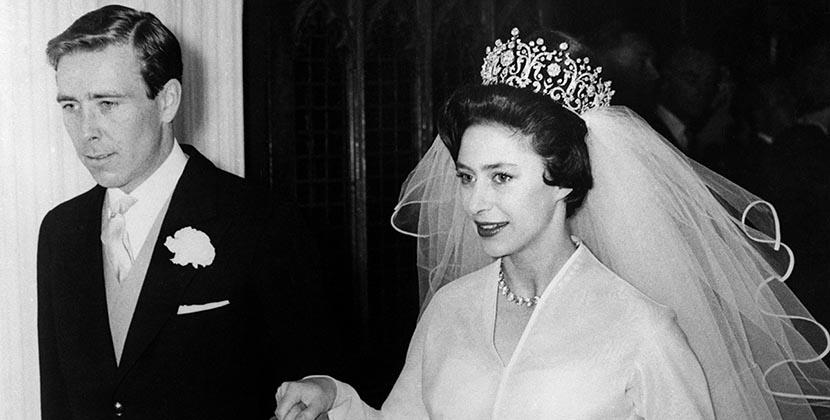 La princesa Margarita el día de su boda llevando la tiara Poltimore.