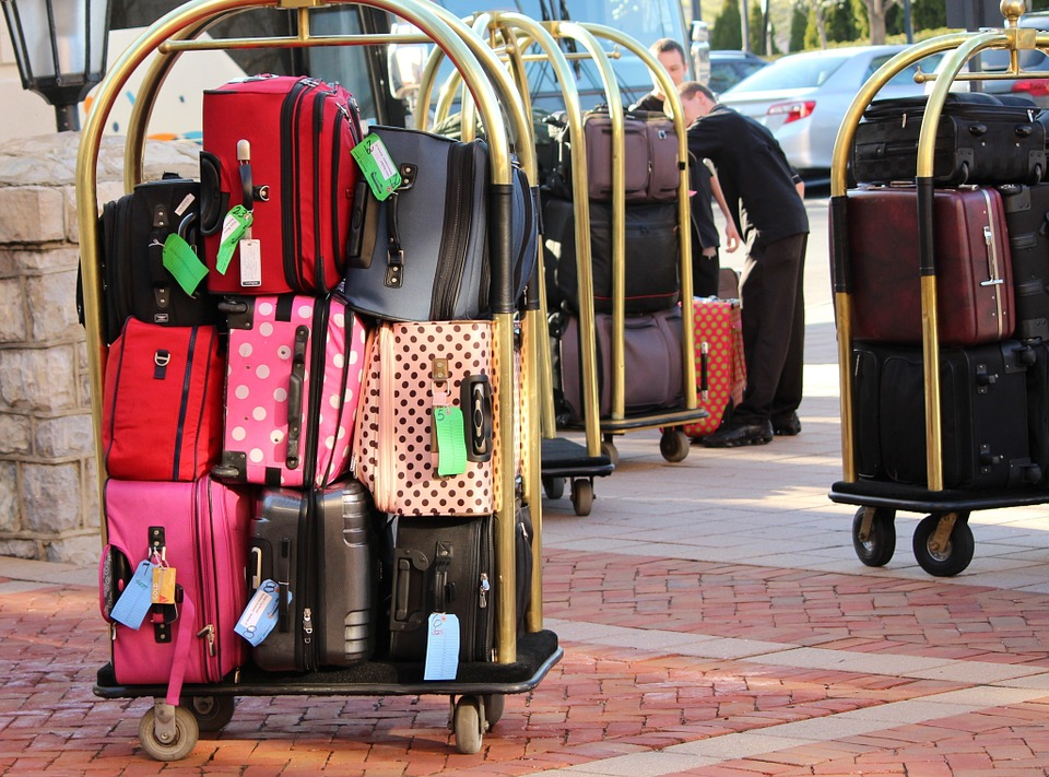 do not pack a lot of things while traveling