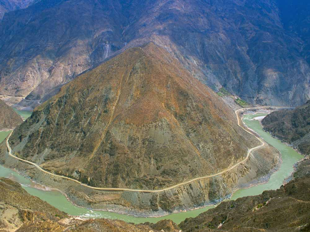 Yangtze River is one of the natural wonders of China