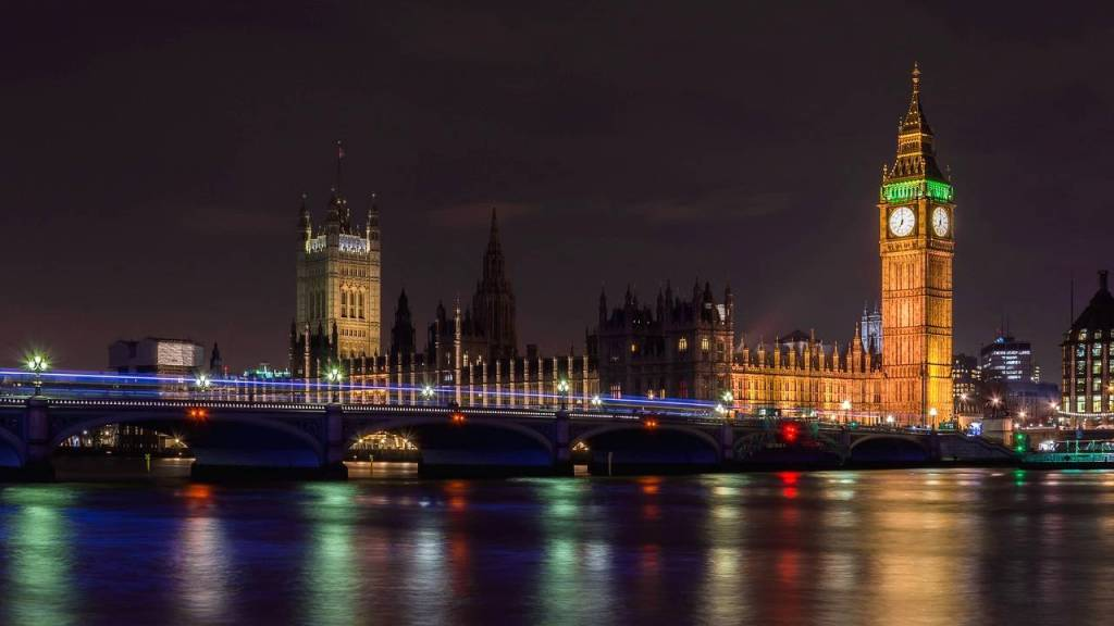 Big Ben in London is one of the famous monument in Europe