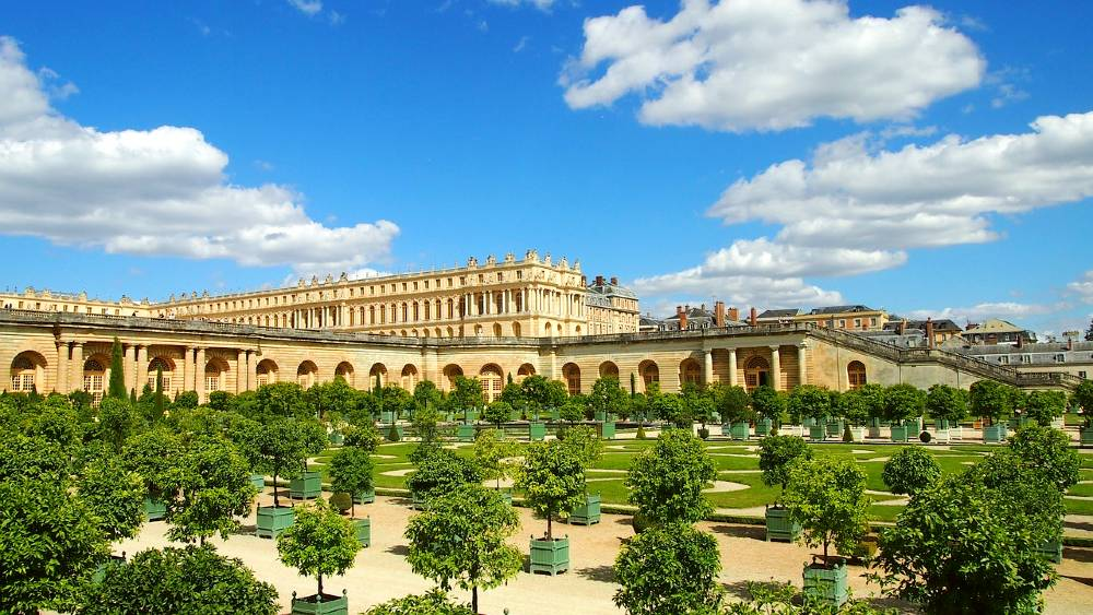 Versailles Palace is one of the famous French landmarks