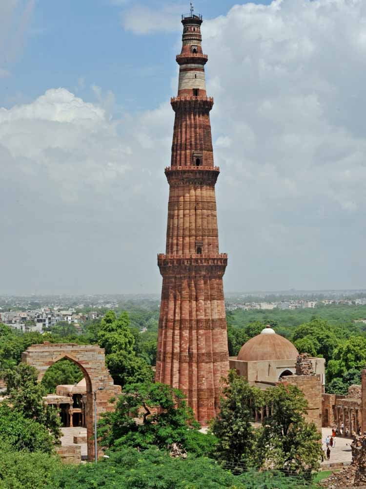 Qutab Minar is one of the india famous landmarks