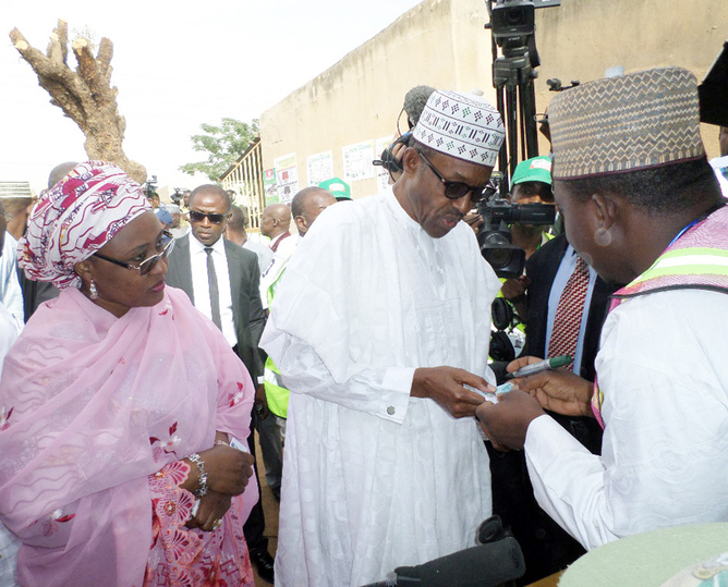 General Muhammadu Buhari (center)