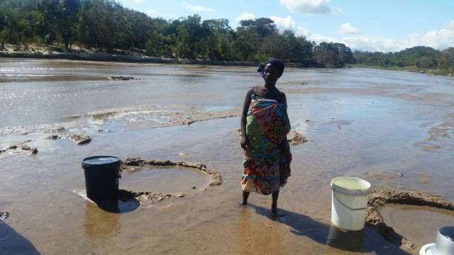 Where fetch water from contaminated rivers: Photo. Henry Mhango/The AfricaPaper