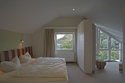 Es muss nicht immer die Suite sein: Dachzimmer im Hotel Rickmers Insulaner auf Helgoland