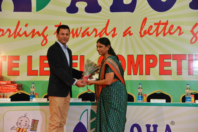 Mr. Tushar Kansagra - MD Aloha Gujarat welcoming Ms. Meenaxiben Patel – Mayor of Ahmedabad
