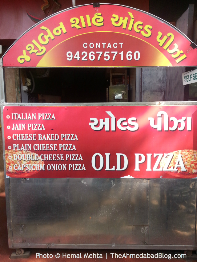Photo © Hemal Mehta | Jasuben Shah old pizza in Ahmedabad