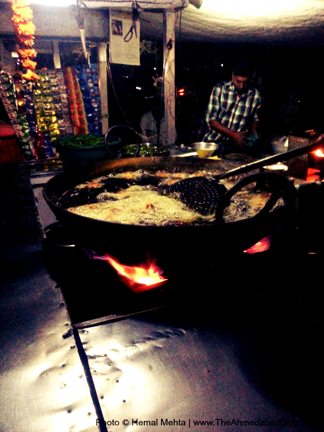 Maggi Bhajiya preparation at A1 Maggi Bhajiya Centre