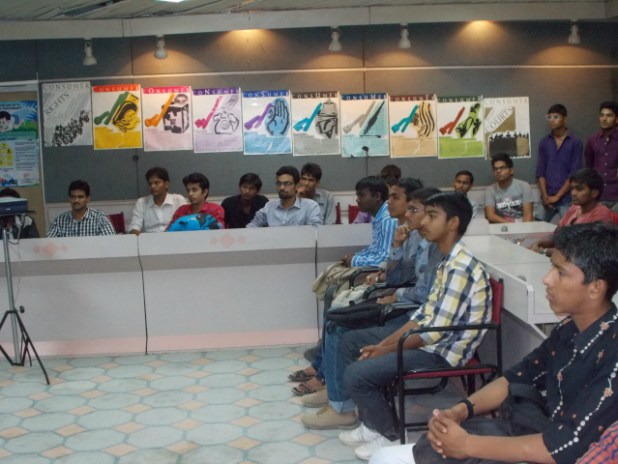 CERC Ahmedabad: Students attending the talk on being an alert consumer