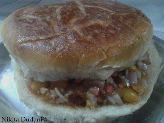 The dabeli at  Jay Bhavani
