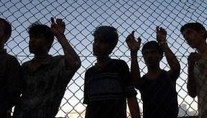 Asylum-seekers-fenced-in-400x229