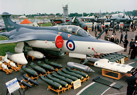A Royal Navy Blackburn Buccaneer S2B (XV157) on display at the 1966 Farnborough Airshow. (Imperial War Museum)