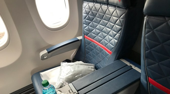 Review: Delta Air Lines 737-900ER First Class Milwaukee to Minneapolis