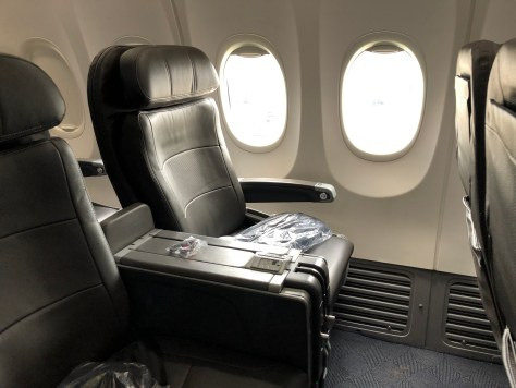 Review American Airlines 737 800 First Class Chicago To