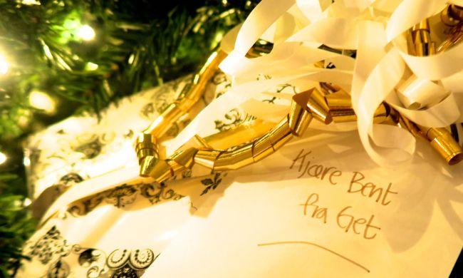 Håper Bent liker gaven. Håper resepsjonisten får levert den. God jul, Bent!