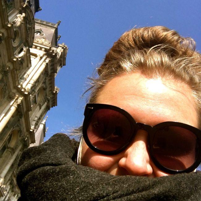 Sola skinner i Paris og alle franskmenn himler med øynene.