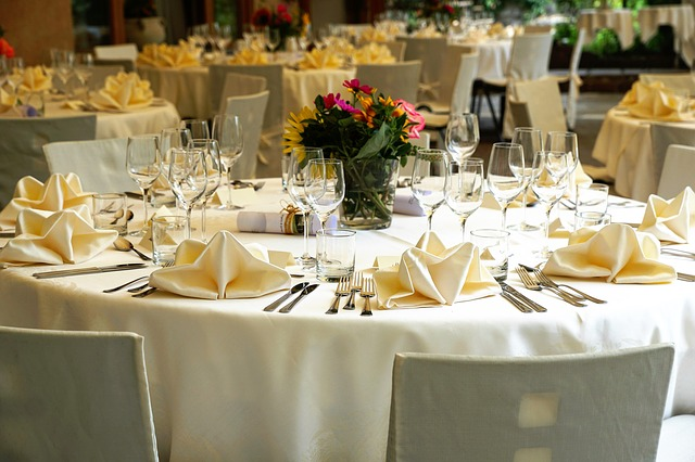 How do I throw a successful gala dinner?