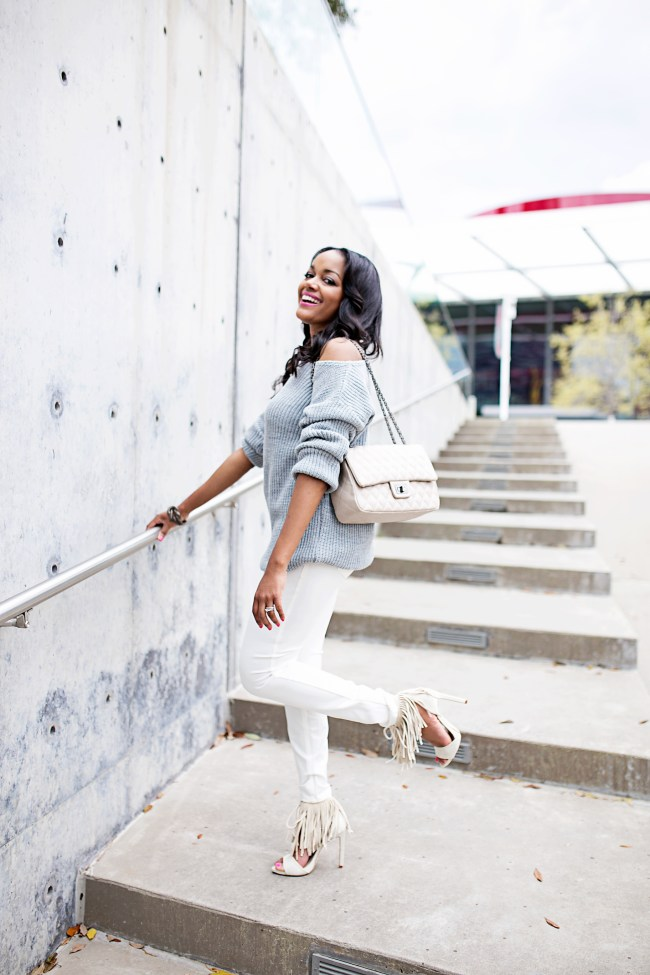 off the shoulder sweater, missguided sweater, h&m white pants, how to wear white pants, spring fashion, fringe sandals, zara, fashion blogger, dallas blogger, black girl blogger