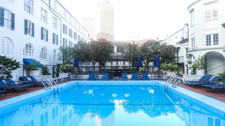 girls trip, pool view, royal sonesta hotel new orleans, travel blogger, royal sonesta experience, royal sonesta courtyard room, new orleans