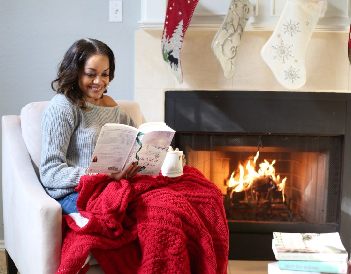 winter book recommendations, book recommendations, favorite winter reads, winter fiction book recommendation, delicious by ruth reichl, gift of a charm by melissa hill, a gift to remember by melissa hill, a gift from tiffany's by melissa hill, lisa scottoline books, dallas blogger
