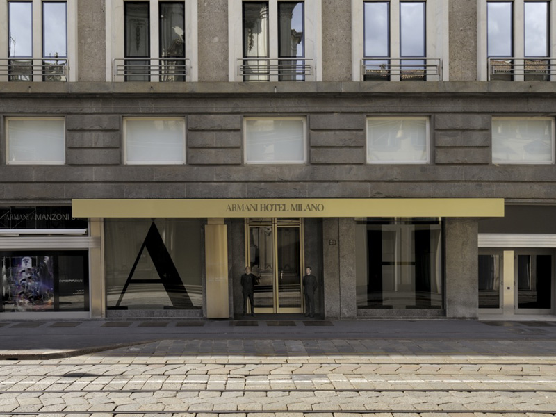 AHM_Hotel-entrance-daylight