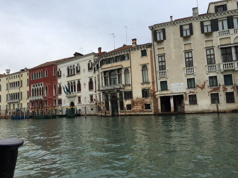 The_Ambitionista_Venice_Italy_Canal2
