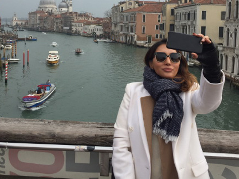 The_Ambitionista_Venice_Italy_Canal_Selfie2