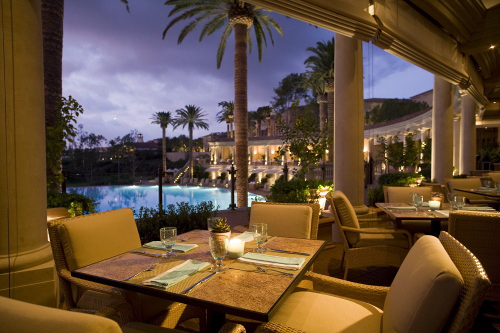 coliseum-pool-grill-evening-dining