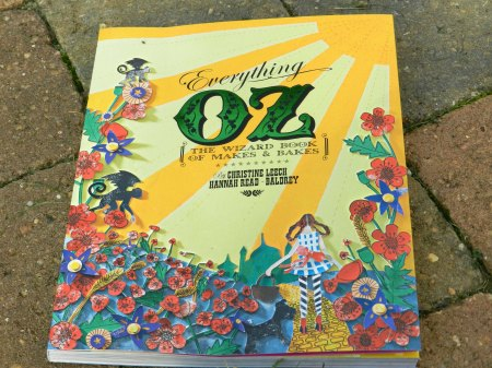 Cover of the everything Oz book