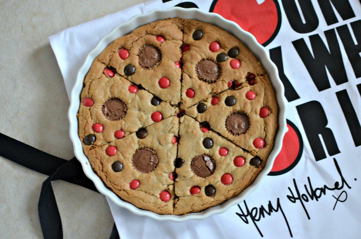 A Comic relief recipe : Red Nose, Cookie Pizza Pie. #RaiseSomeDough