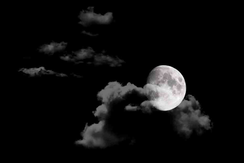 moon-in-night-sky-background_m12nt3w_-2