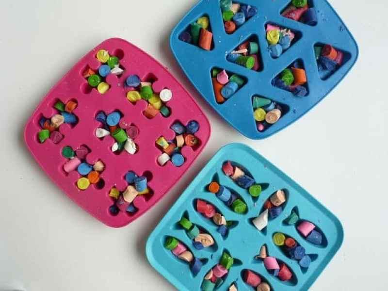 Toddler Crafts & Activities Roundup - DIY recycled rainbow crayons