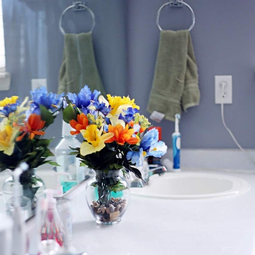 Bathroom Cleaning Tips for People Who Don't Like to Clean #SCJMessyMoments @walmart (ad)