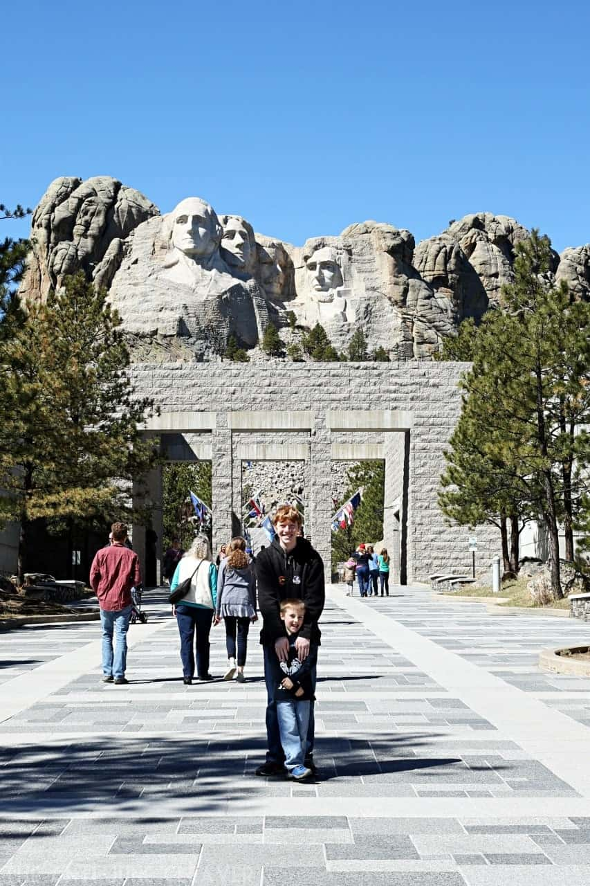 Family travel: Find out what is so great about the South Dakota Black Hills & Badlands; home of Mount Rushmore @BlackHillsSD (AD) #BlackHillsBadlands