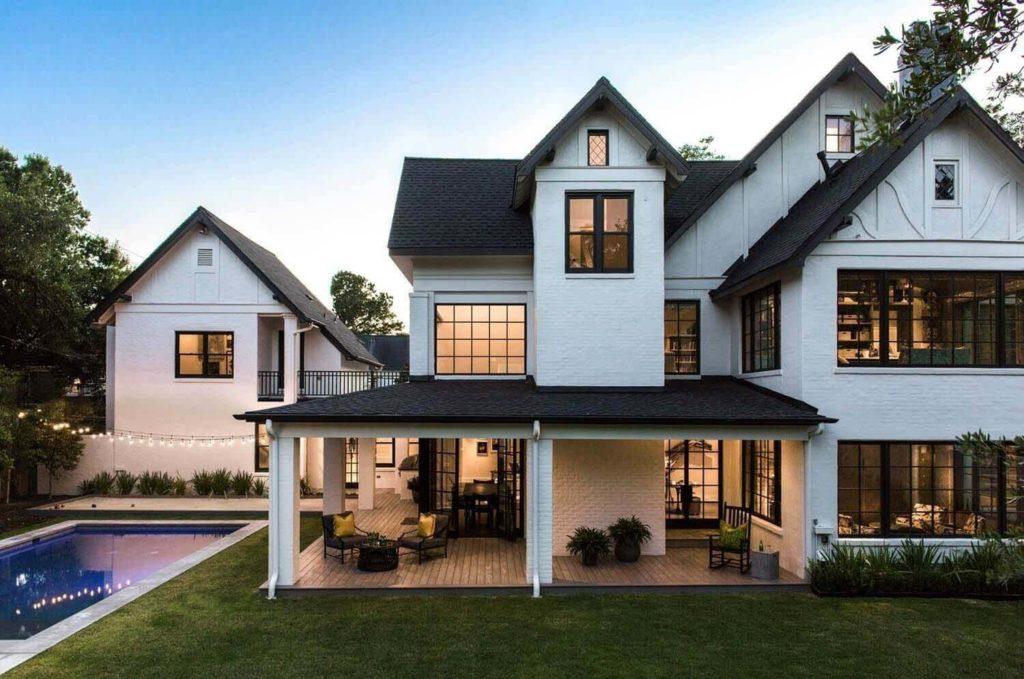 30+ Farmhouse Exterior Ideas For Your Modern Farmhouse