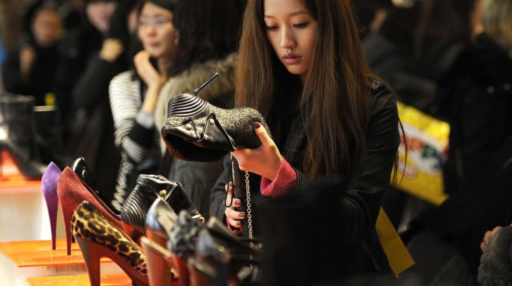 chinese_shopper_reuters