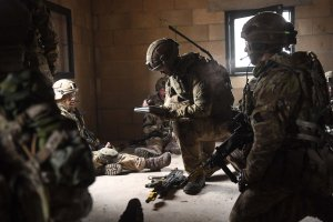 2 PARA soldiers using mission command
