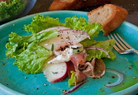 peach-prosciutto-mozzarella-salad