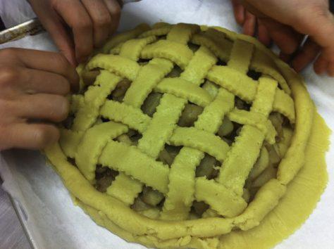 Making the tart dough edge
