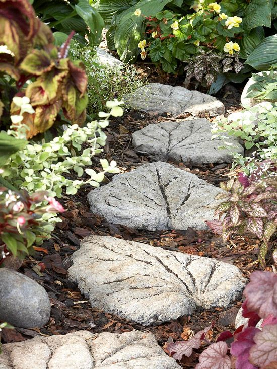20 Beautiful DIY Stepping Stone Ideas To Decorate Your ... on Stepping Stone Patio Ideas  id=57983