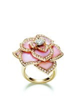 Piaget Rose Passion ring in 18K pink gold set with 156 brilliant-cut diamonds (approx. 1.29 ct), 1 brilliant-cut diamond (approx. 0.5 ct) and 12 carved pink opals